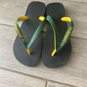 Green and yellow Havaianas, size 4/5 kids